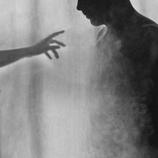 5 powodów, dla których przyciągamy duchy.
